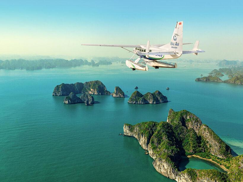 Admirer les vues aériennes d'Halong en hydravion