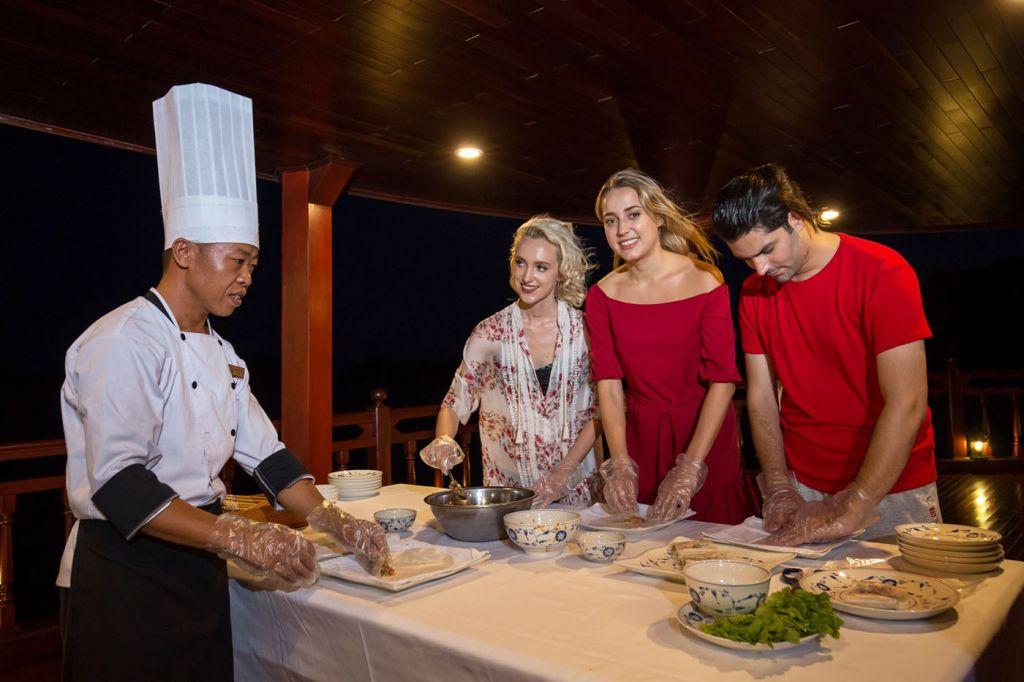 Assistez à un cours de cuisine dans la baie d'Halong