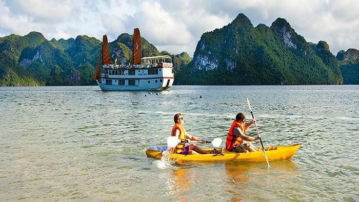 Disparaître en kayak dans la baie d'Halong