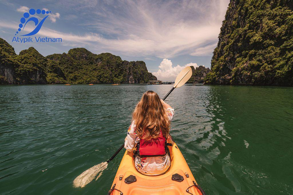 Faire du kayak à l'île de Cat Ba Vietnam