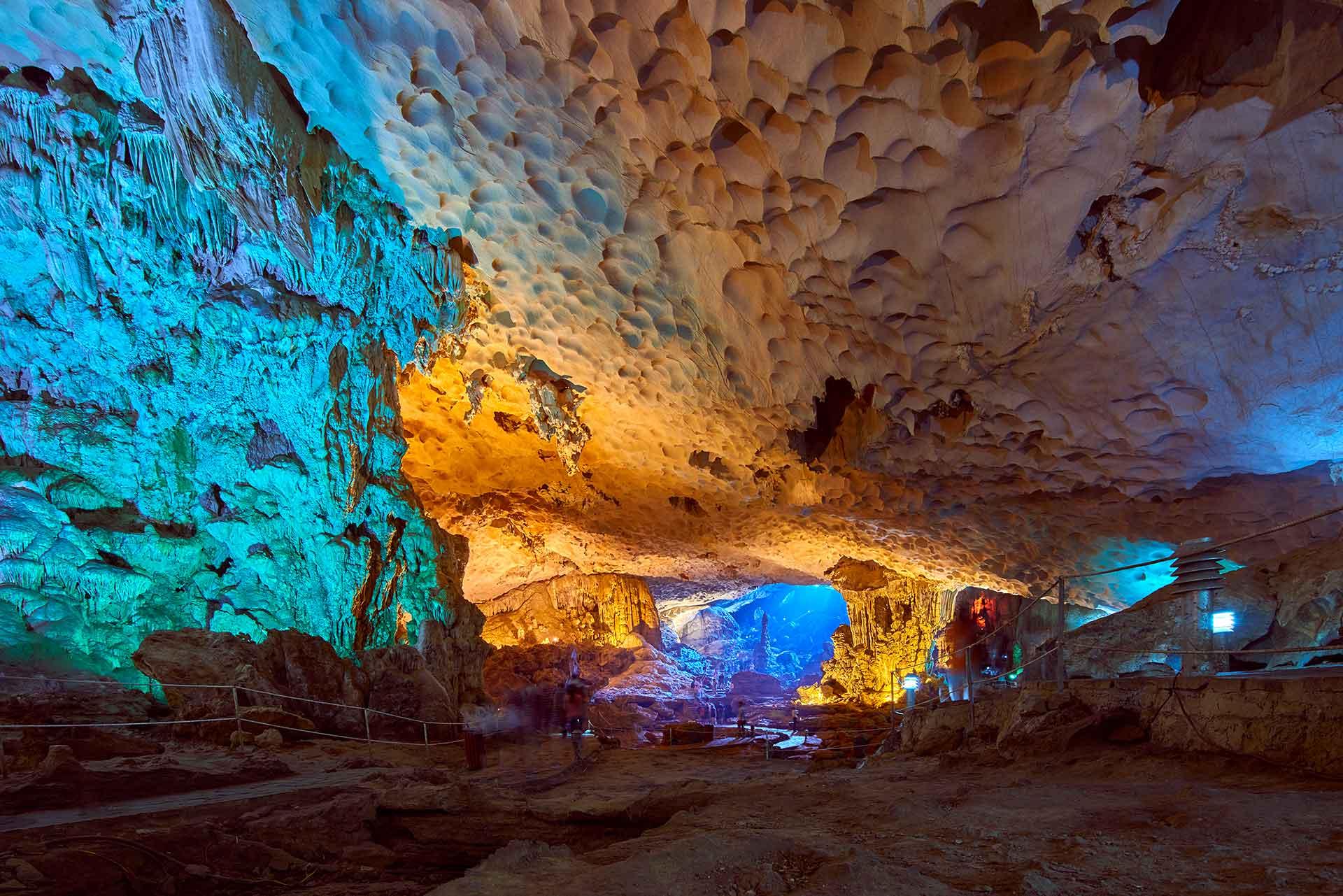 La grotte de Sung Sot ou grotte de la Surprise