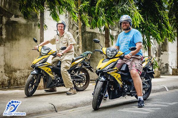 Moto de Hanoi à la baie d'Halong