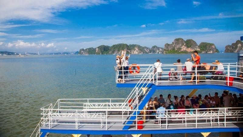 Profitez de la vue magnifique depuis le ferry local