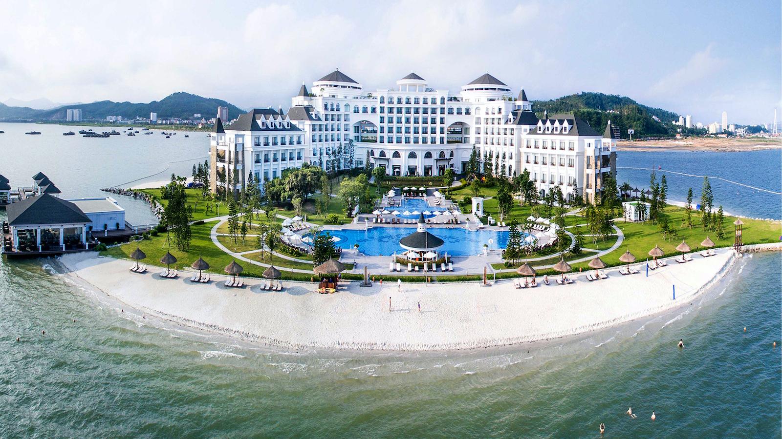 Séjournez dans un resort sur une île privée de la baie d'Halong