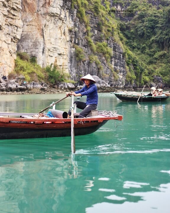promenade en sampan au village flottant de vung vieng