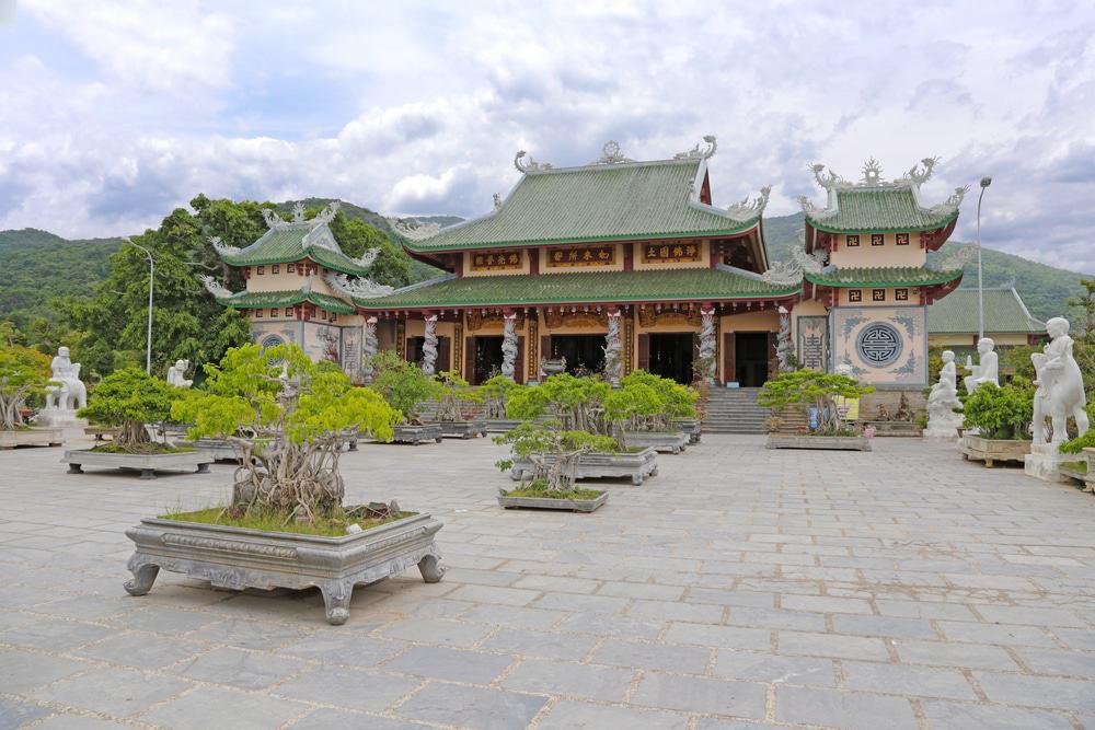 Admirer la pagode Phap Lam