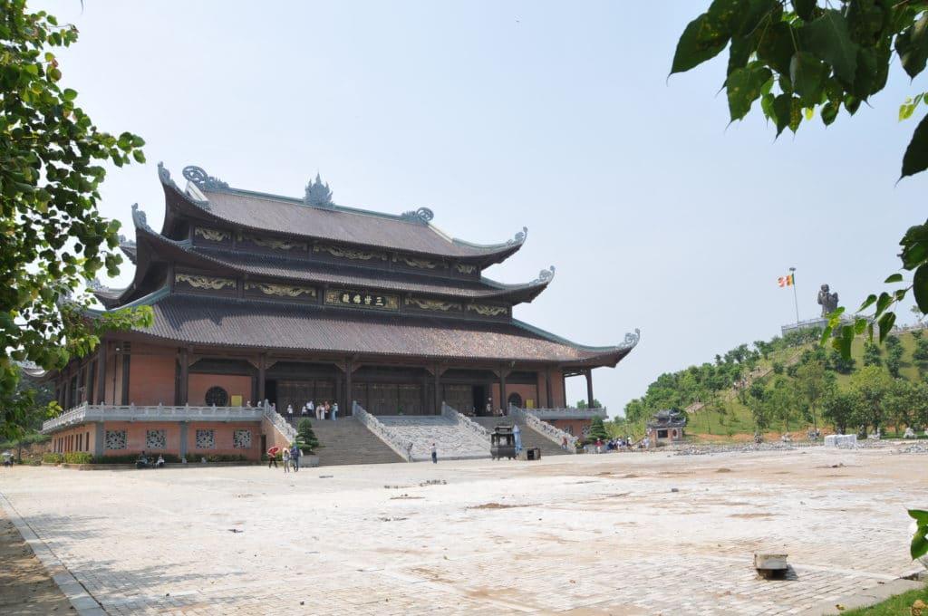 Admirer la pagode de Bai Dinh