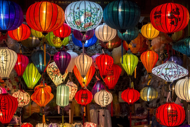 Admirez le marché aux lanternes