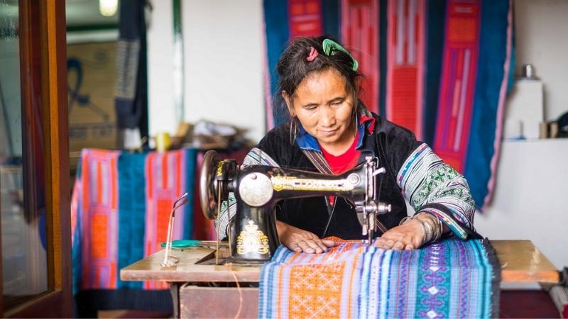 Assister à un cours de couture H'mong sapa