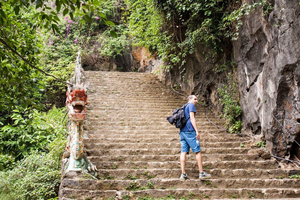 Explorez la grotte de Mua