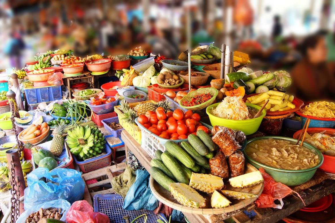 Faire du shopping au marché local de Hoi An
