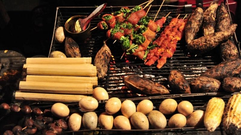 Manger des plats de barbecue sapa