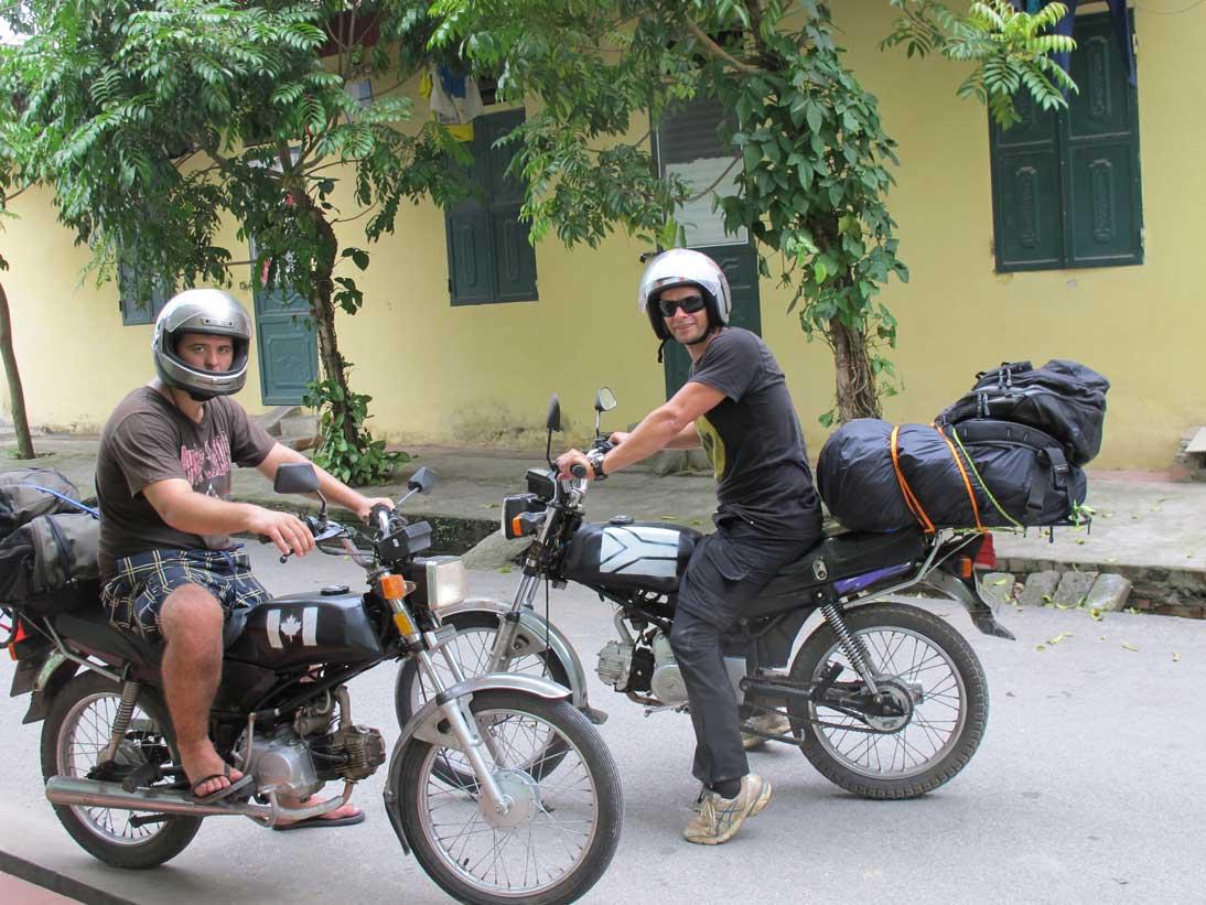 Ninh Binh à la baie d'Halong en moto