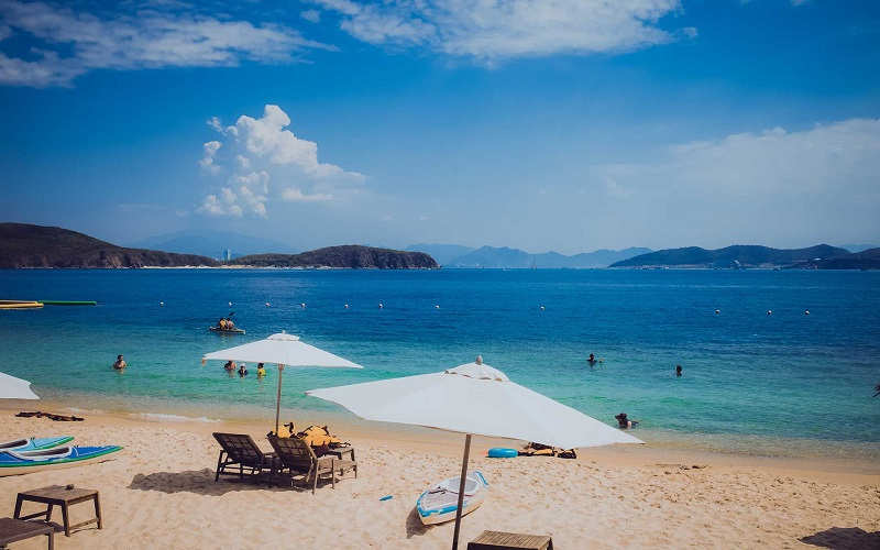 Prendre un bain de soleil sur la plage