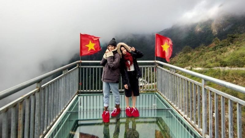 Prenez des meilleurs selfies au Pont de verre de Sapa