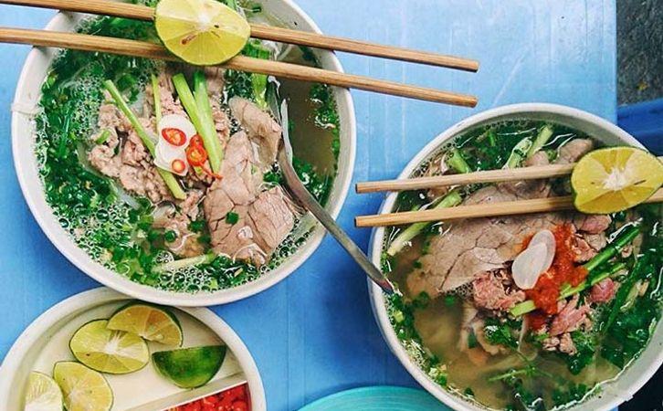 Profiter de la nourriture de rue à Hanoi