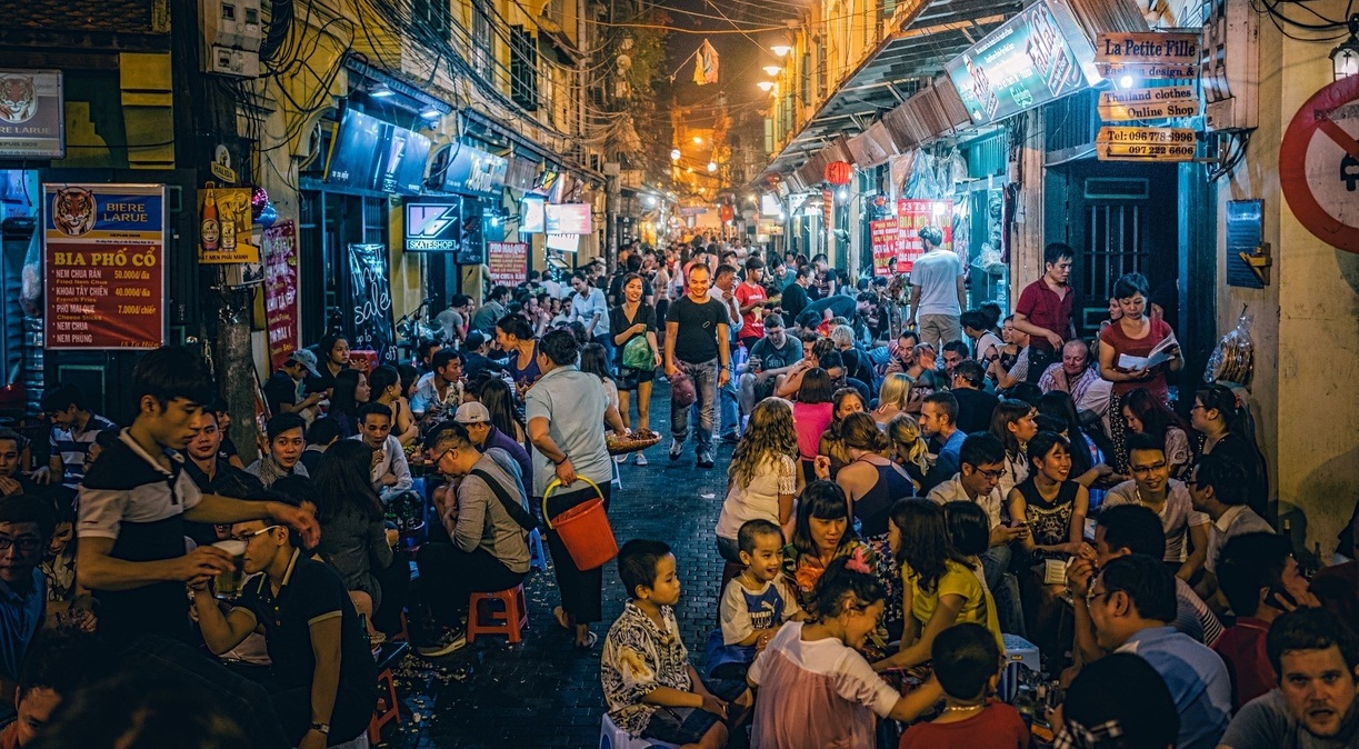 Se détendre à Bia Hoi corner Hanoi