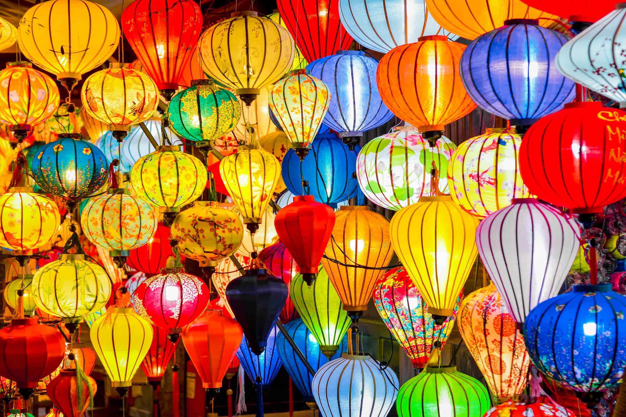 Visiter le marché de nuit de Hoi An