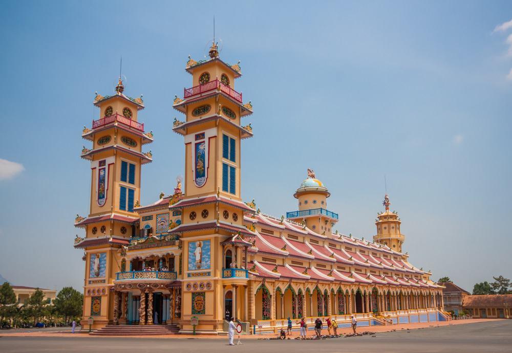 Admirer le temple Cao Dai