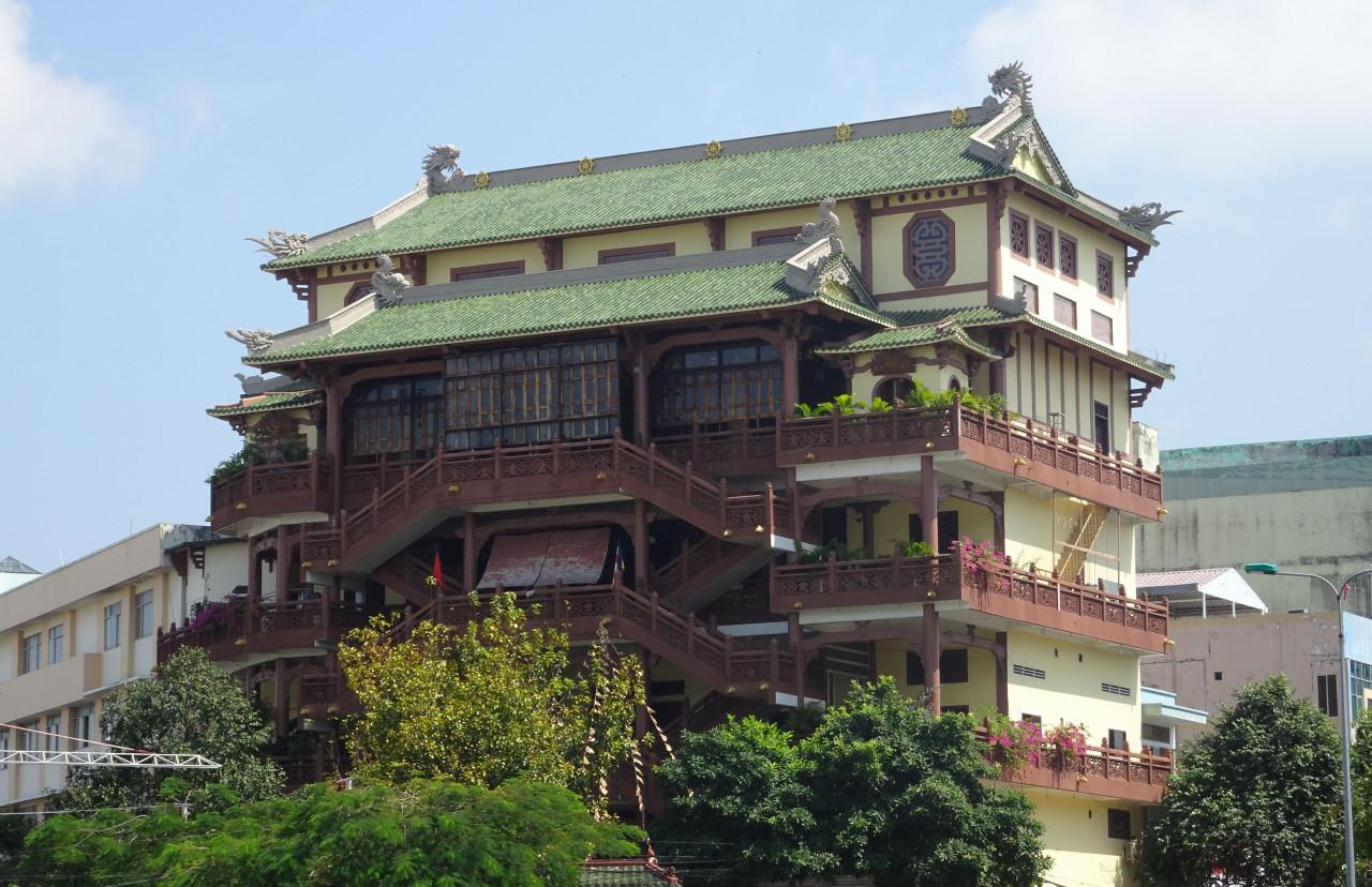 Découvrir la pagode Phat Hoc