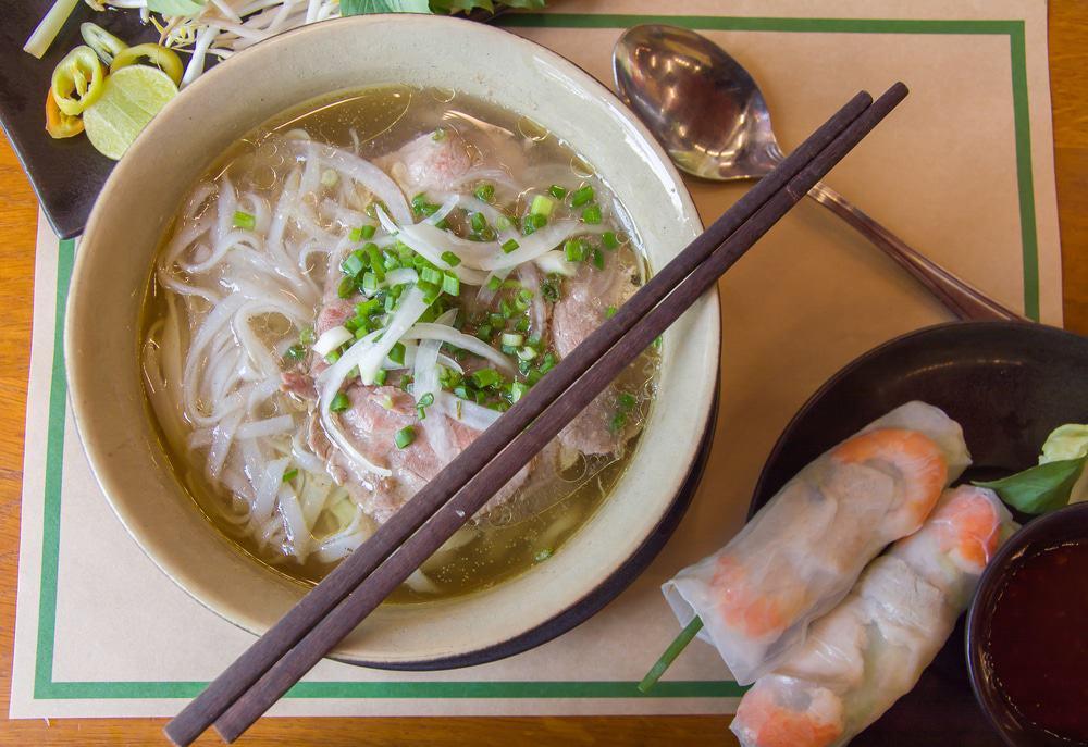Déguster une soupe de pho à Saigon