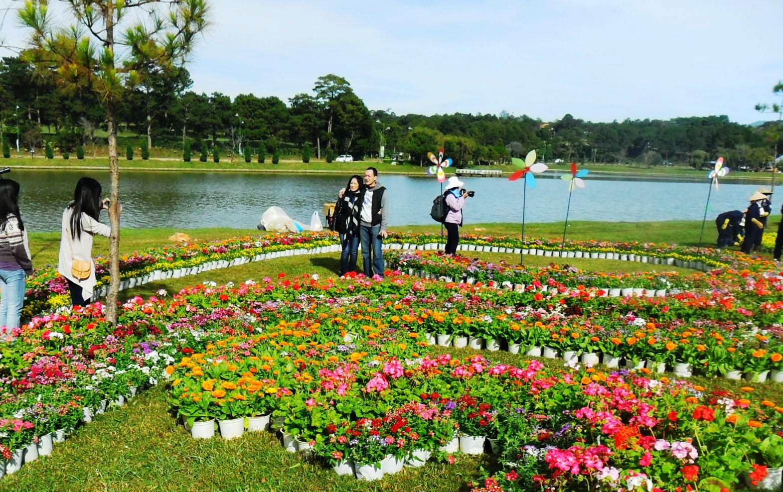 Faire la balade dans le jardin des Fleurs
