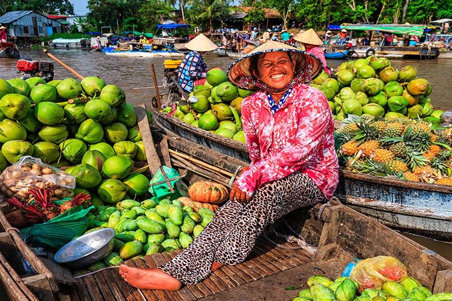 Les produits dans le marché flottant de Cai Be