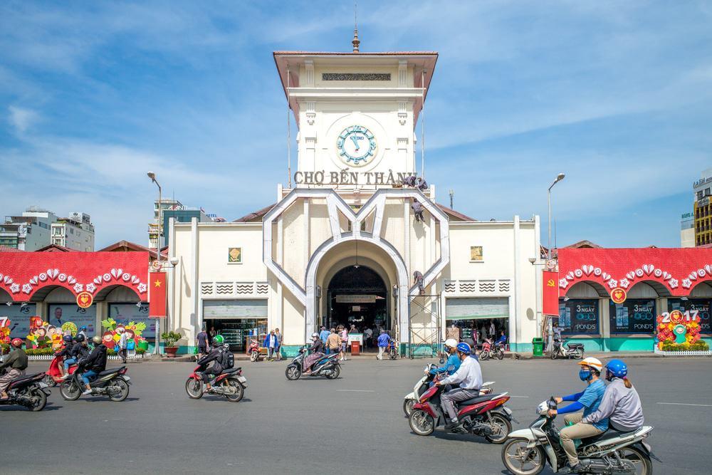 Parcourir le marché de Ben Thanh