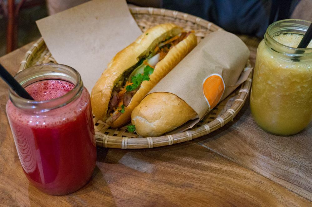 Prendre un sandwich chez Banh Mi Huynh Hao