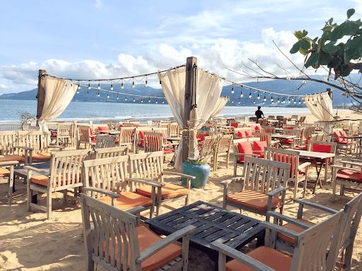 Prendre un verre au bar SURF sur la plage de Quy Nhon