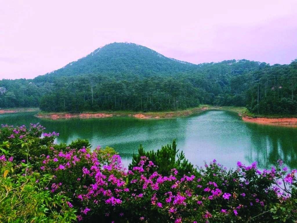 Se promener autour du lac Tuyen Lam