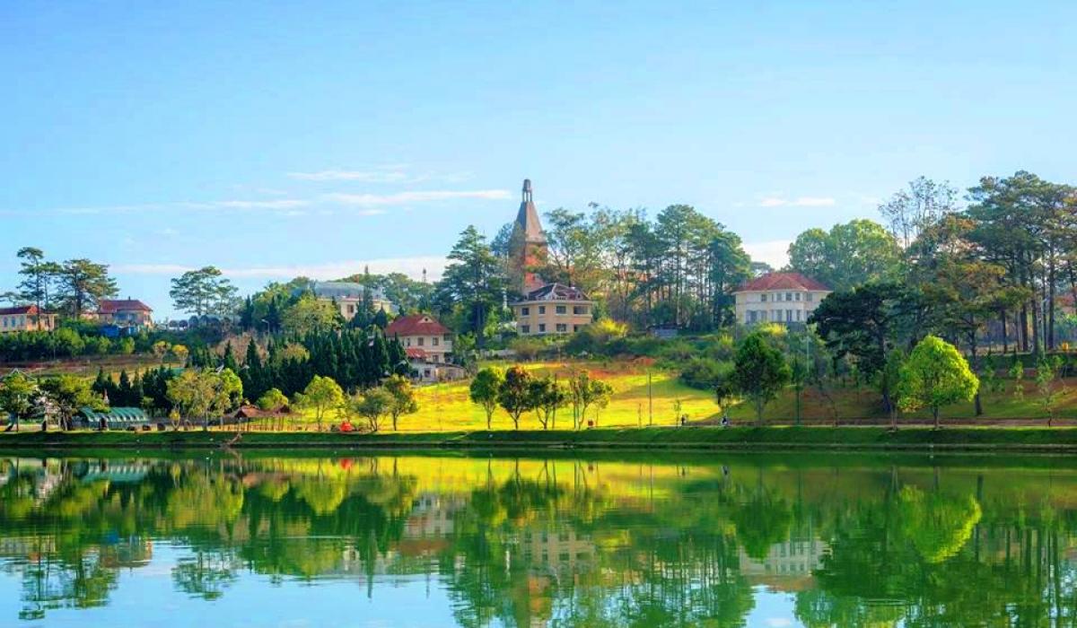 Se promener autour du lac Xuan Huong