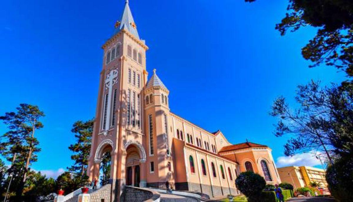 Visiter la cathédrale de Dalat