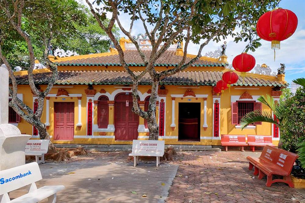 Visiter le temple Binh Thuy