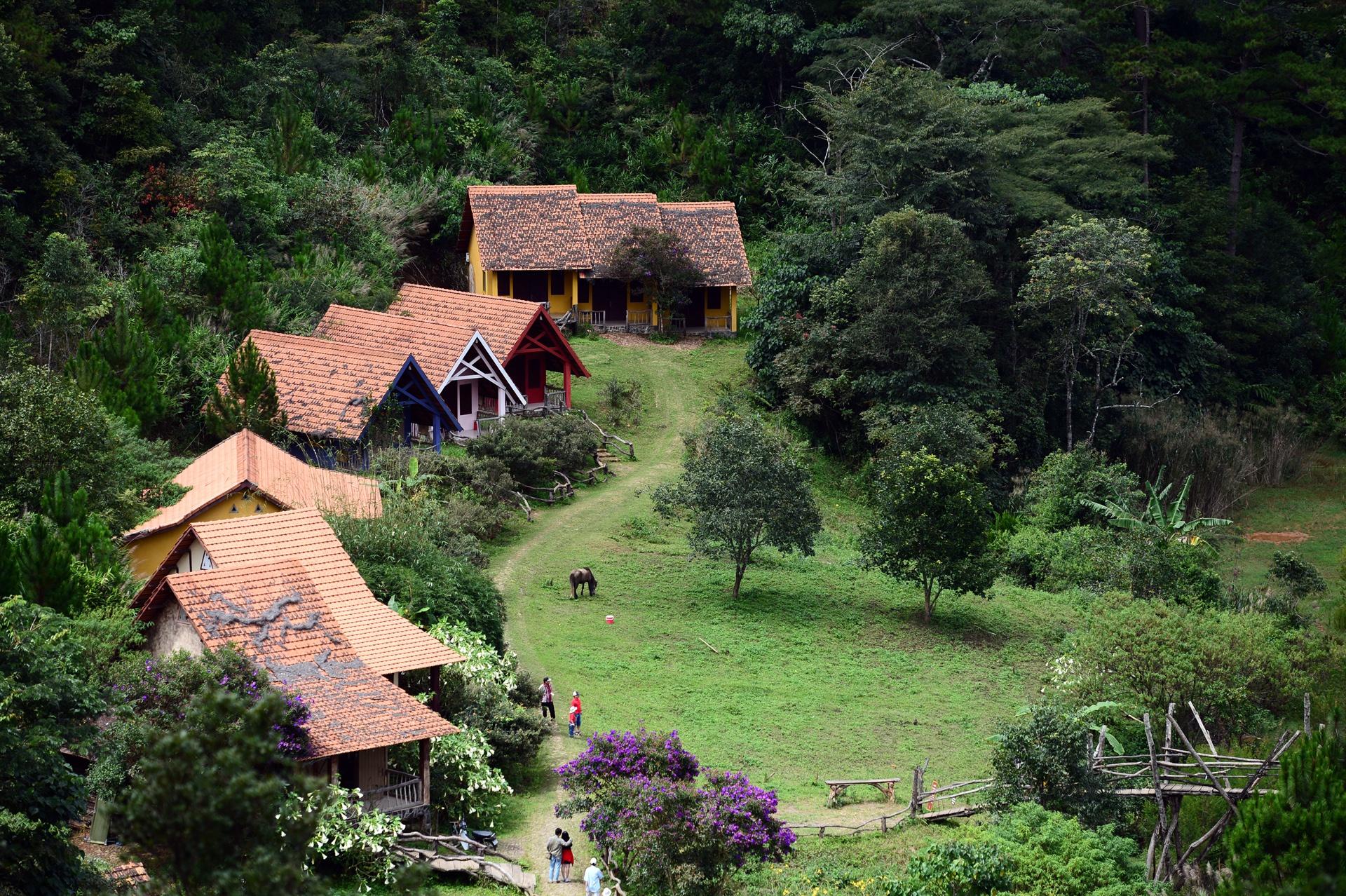 Visiter le village de Lat