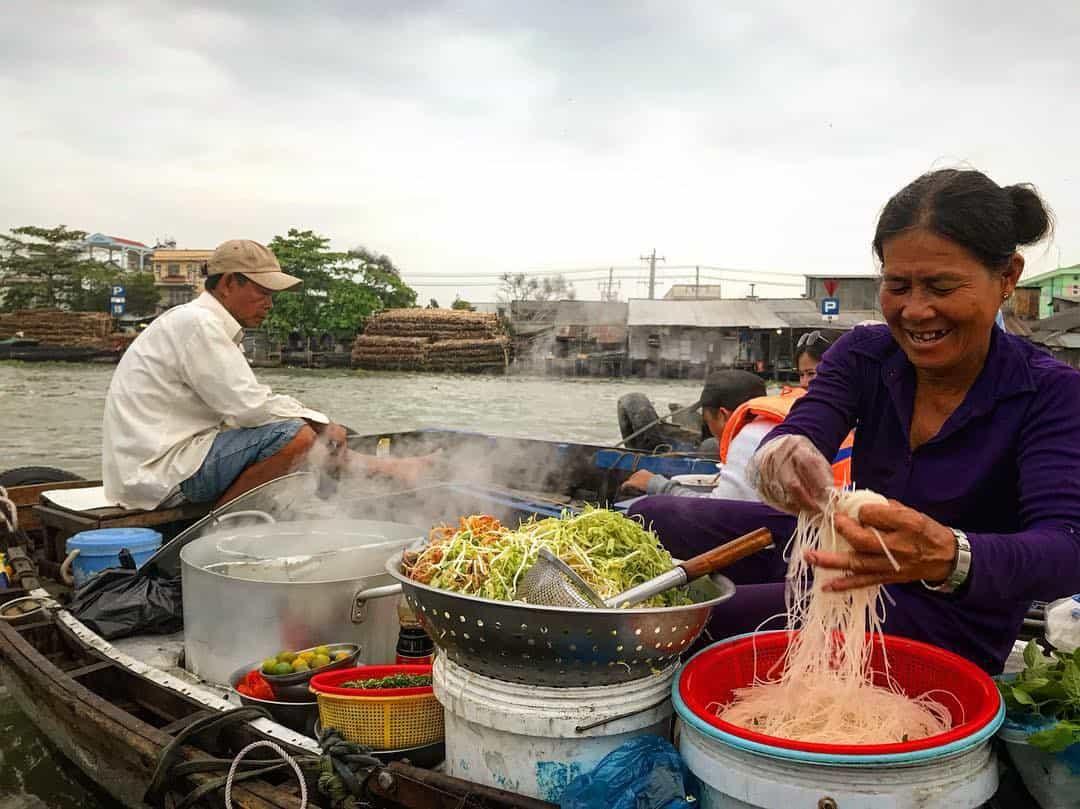 Aliments et boissons du marché flottant de Cai Rang
