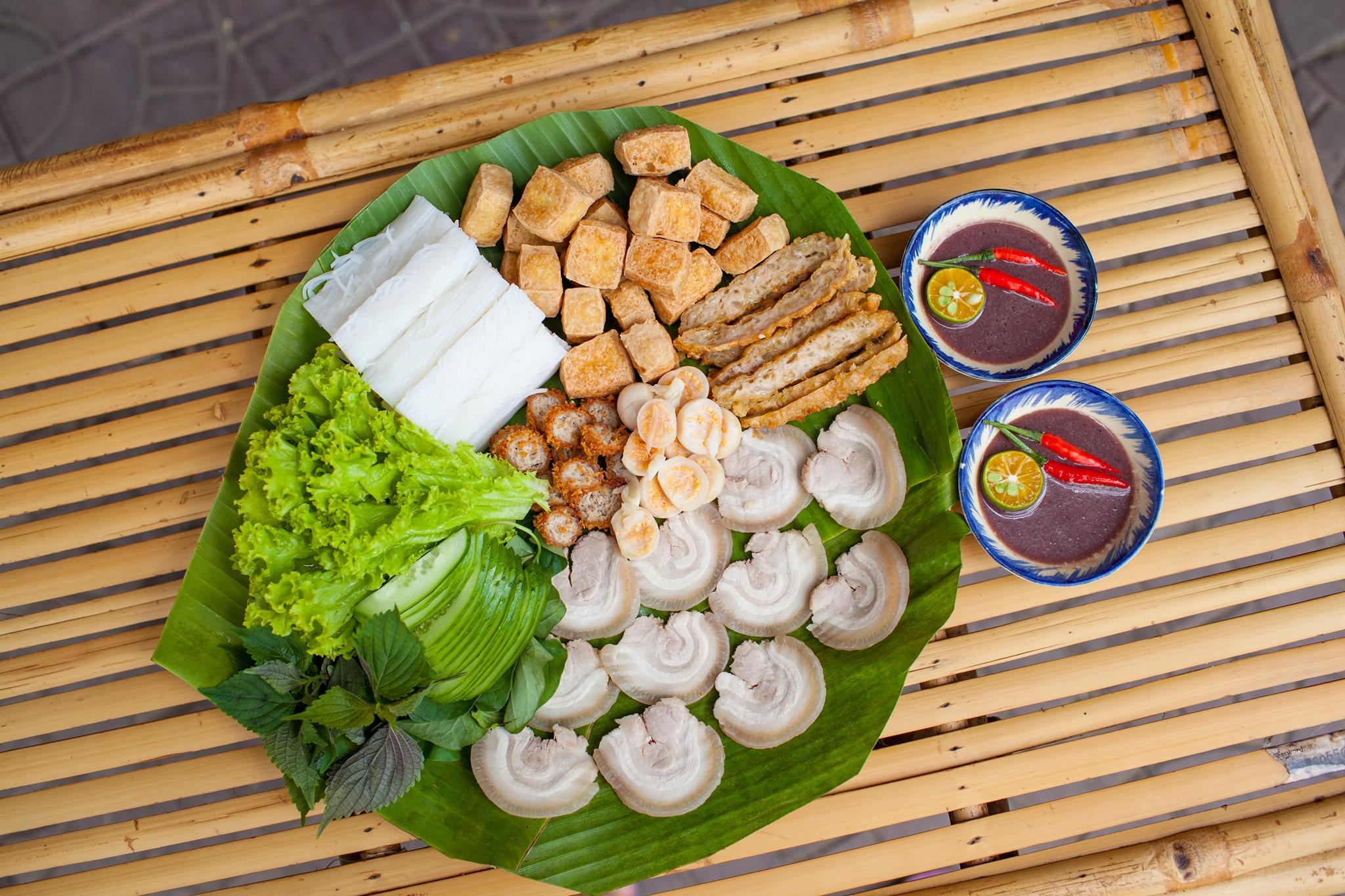 Bun Dau Mam Tom – Nouilles avec pâte de tofu et crevettes