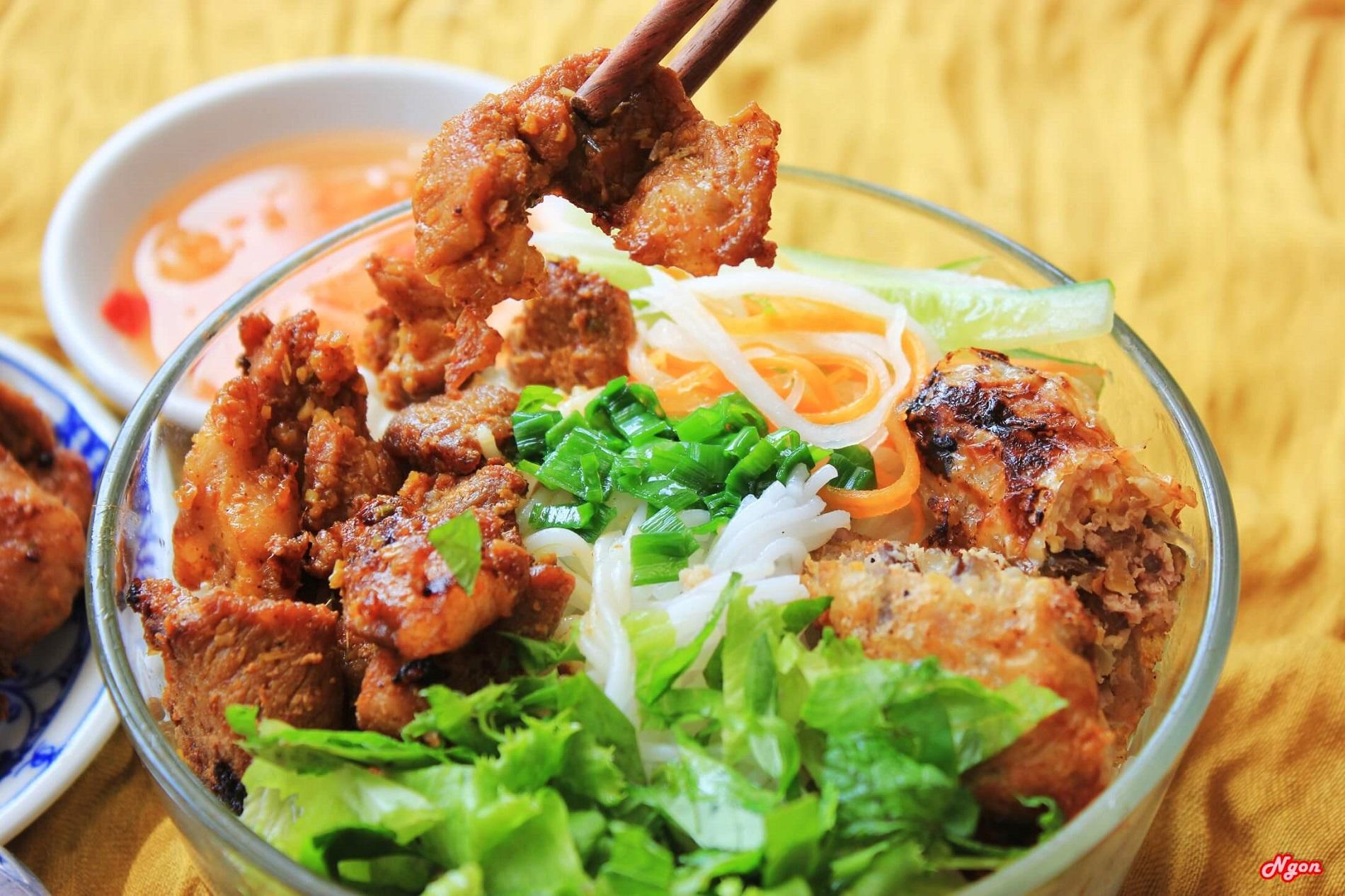 Bun Thit Nuong - Nouilles avec porc