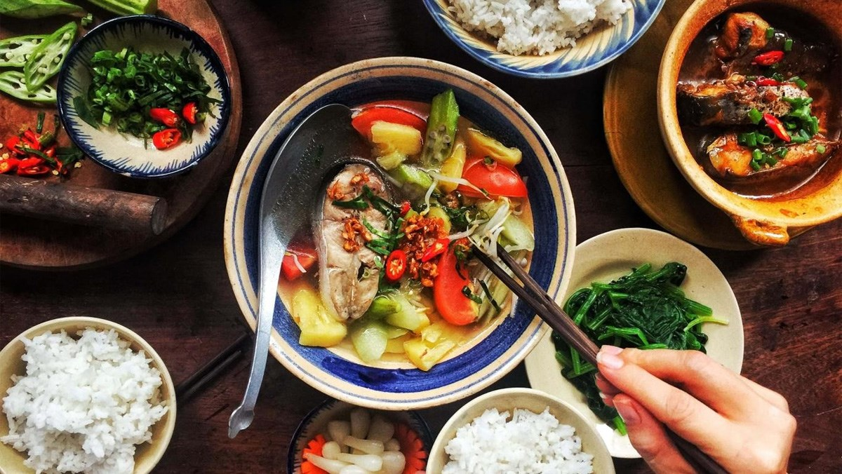 Étiquettes de table pendant les repas de famille vietnamiens