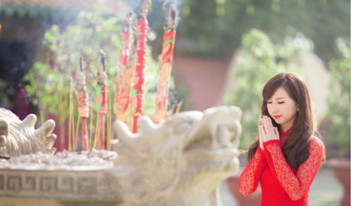 Faire un tour dans les temples et les pagodes pour souhaiter une bonne année