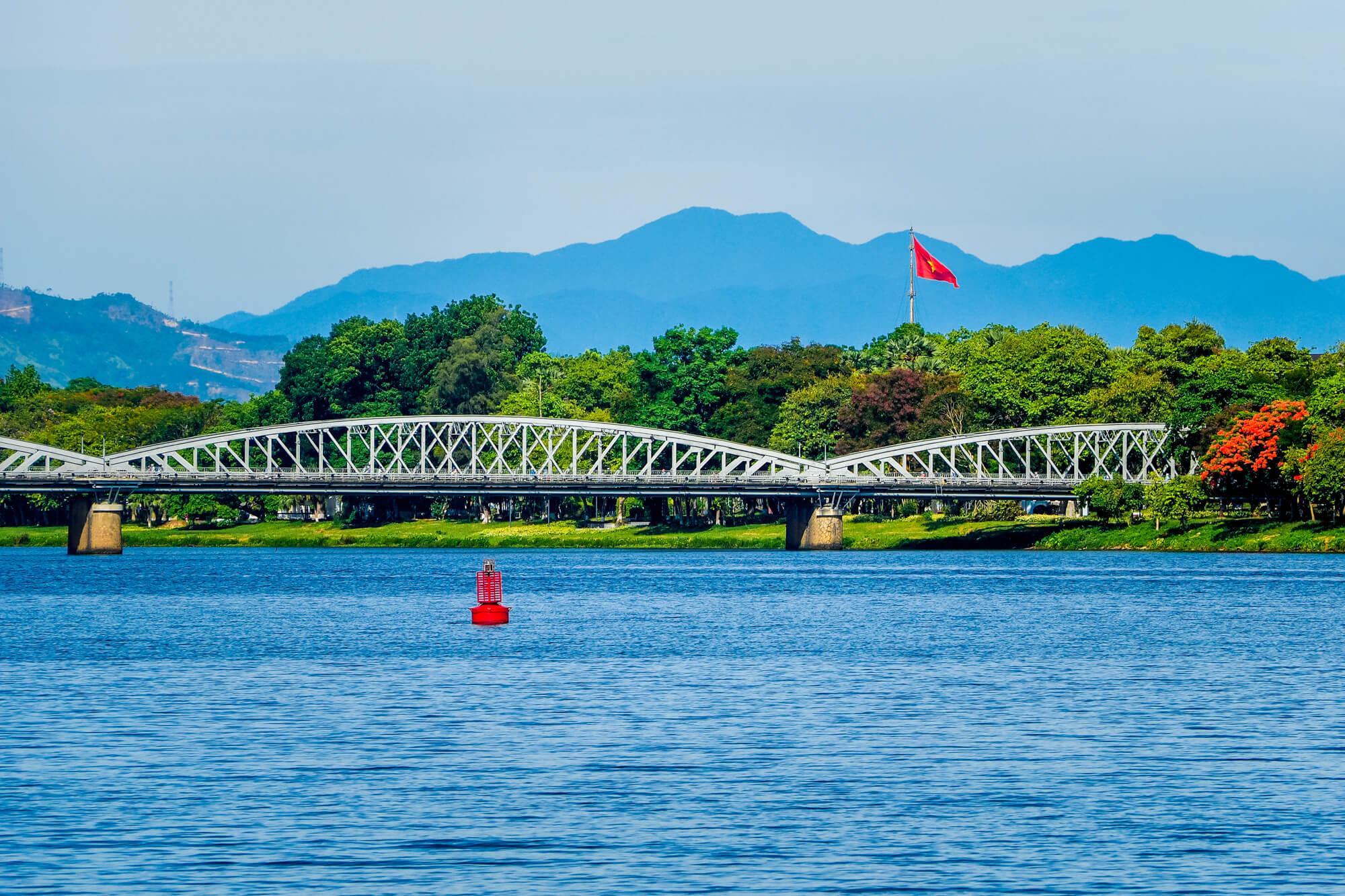 Le pont Truong Tien