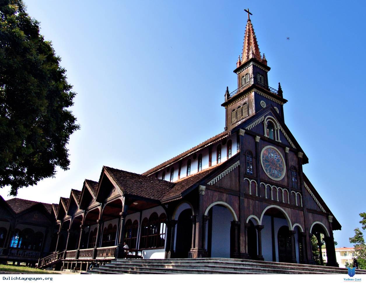 L'église en bois de Kontum