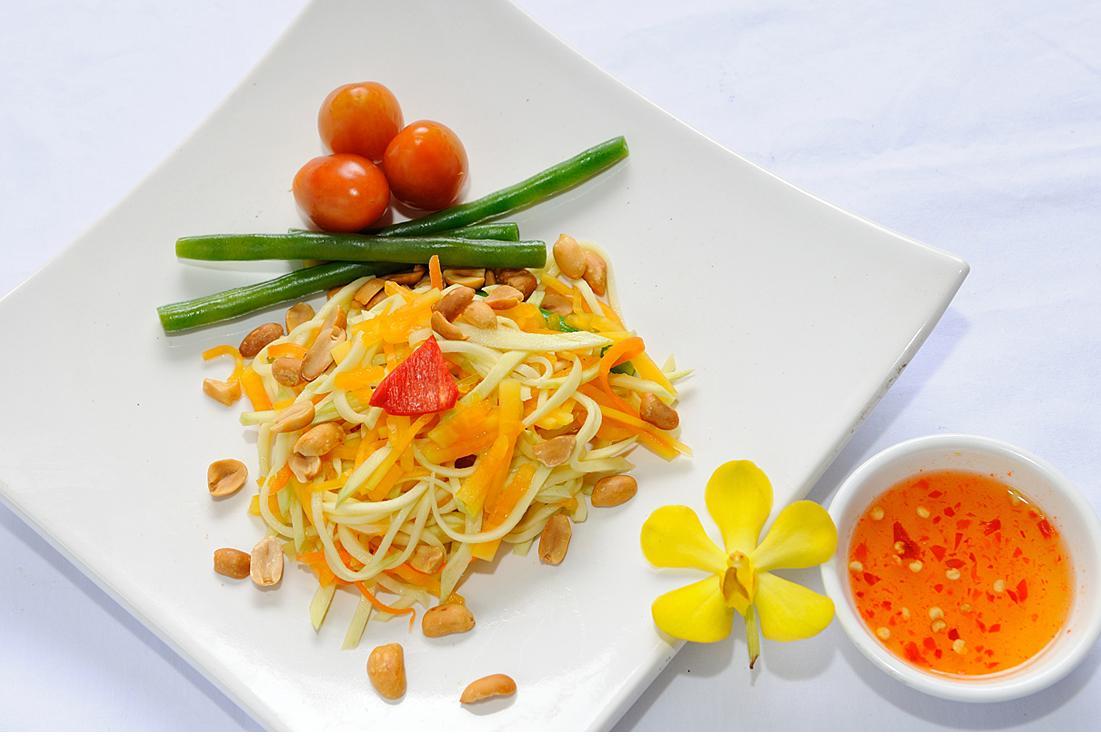 Nom Du Du (salade de papaye verte)