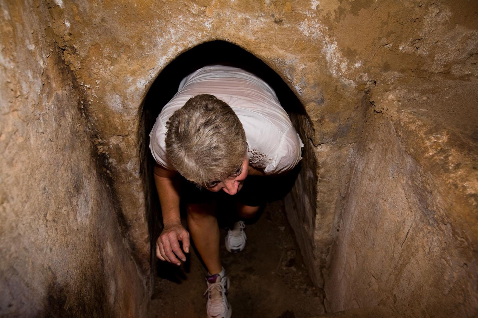 Passez par les tunnels de Cu Chi
