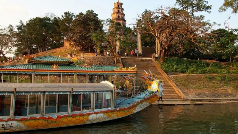 Visiter la ville de Hue en bateau