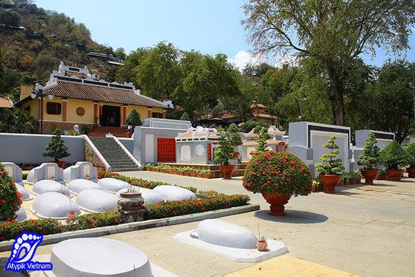 Visiter la mausolée de Thoai Ngoc Hau
