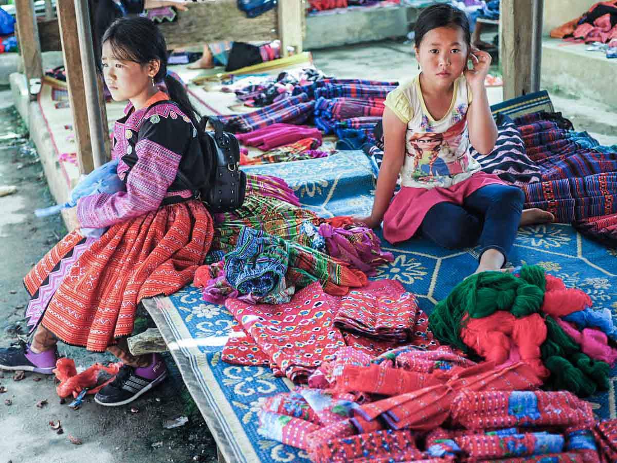 Assister au marché hebdomadaire des tribus locales de Pa Co, le dimanche