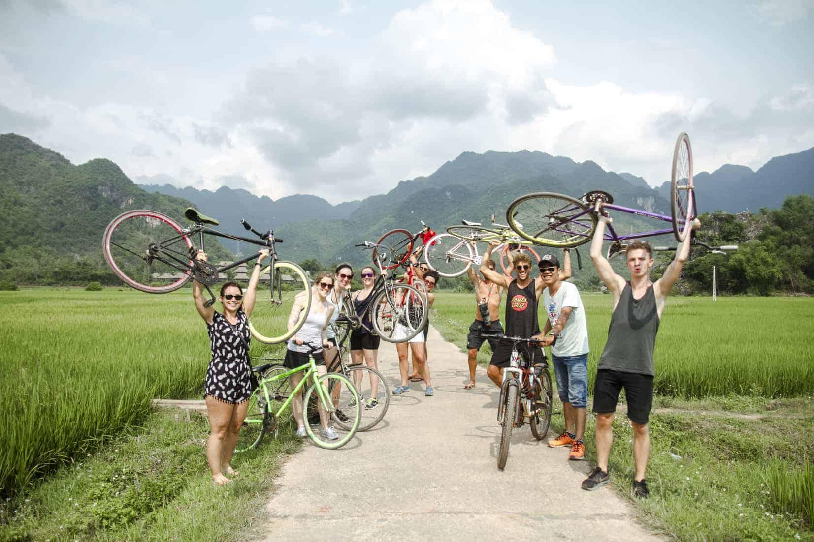 Faites une promenade à vélo dans la vallée de Mai Chau
